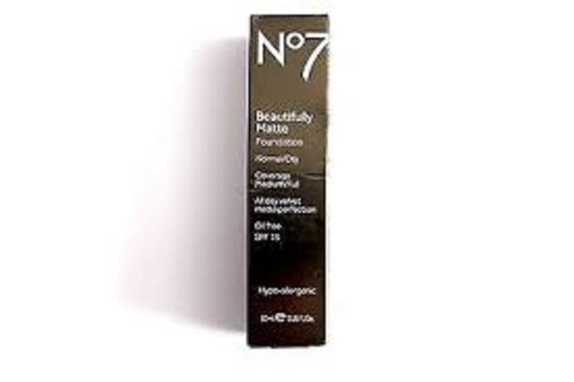 No7 BEAUTIFULLY MATTE FOUNDATION OIL FREE SHADE: WARM IVORY 30ml